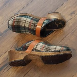 Cape Clogs - Plaid Wooly Clogs